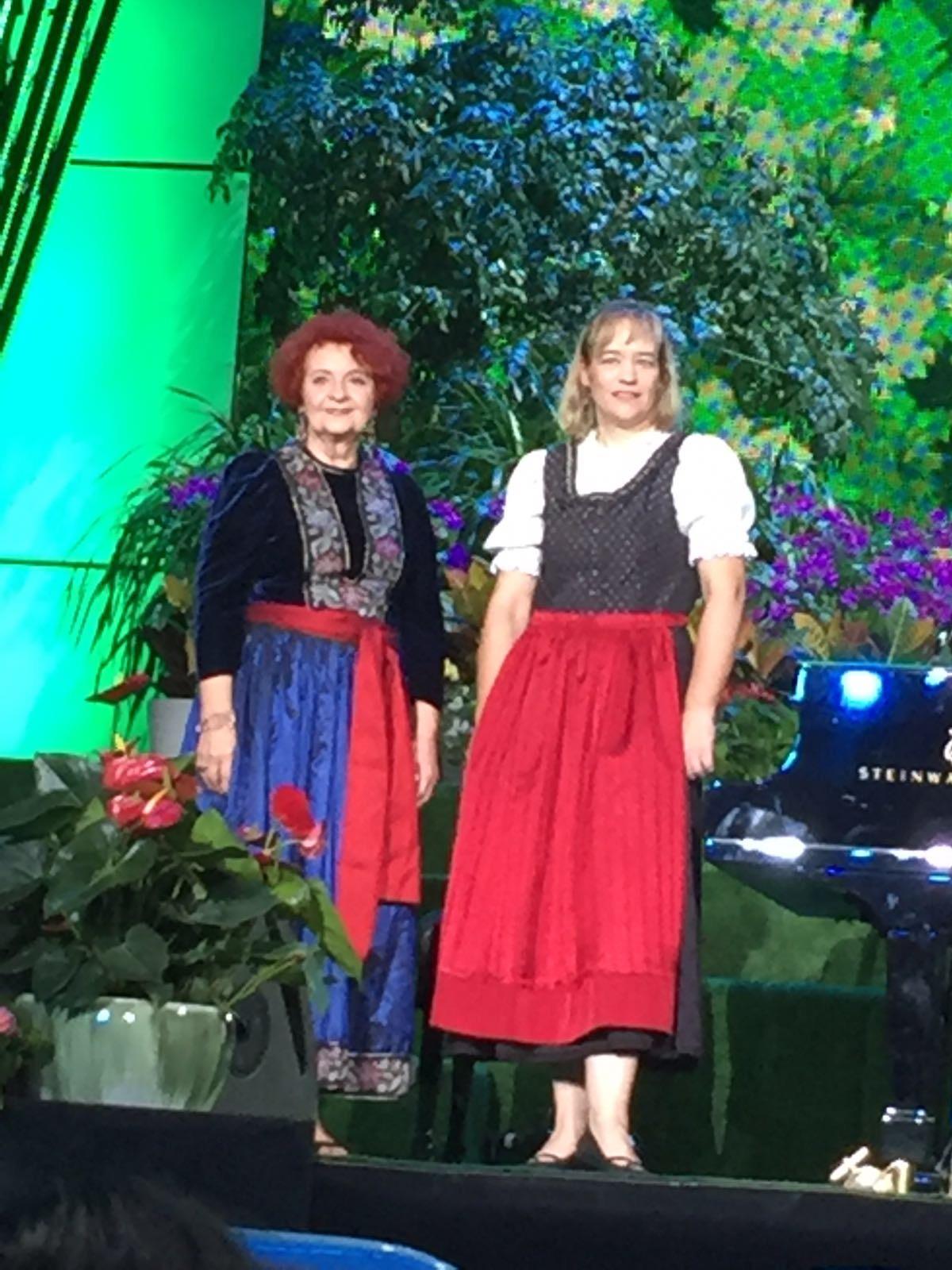 seit Jahrzehnten verbunden - Chorleiterin Elisabeth Ziegler mit ihrer Pi...